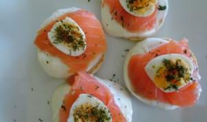 Blinis aux œufs de caille et au saumon fumé