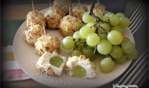 Raisins frais en billes de fromage de chèvre frais et noix concassées