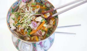 Soupe au poulet et shiitake comme un pho