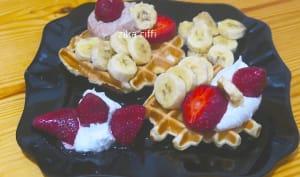 Gaufres banane fraise et chantilly au miel