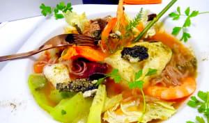 Soupe de légumes poisson crevettes nouilles et wakamé