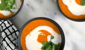 Soupe de lentilles au curry, tomates et lait de coco