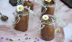 Mousse au chocolat et grué de cacao