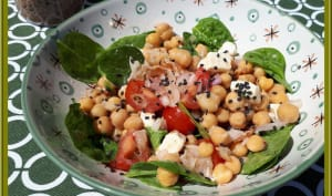 Salade de pois chiches, pousses d'épinard, pancetta