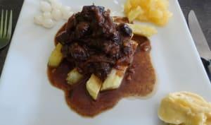 Viande de bœuf marinée dans du vinaigre de vin blanc