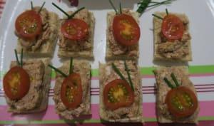 Toasts au pâté de campagne et tomates cerises
