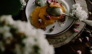 Yaourt orange et pétales de rose