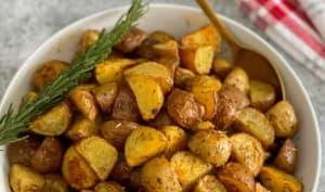 Pommes de terre rôties aux fines herbes et à l'ail