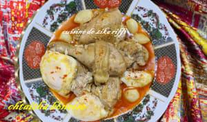 Tajine de poulet aux gousses d'ail et oeufs sauce piquante