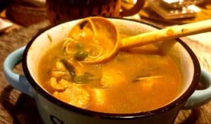 Soupe de poulet aux vermicelles avec la tedouira