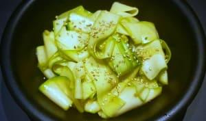Salade de courgettes crues aux saveurs asiatiques