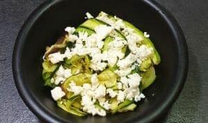 Salade courgettes grillées, feta, noisettes, menthe