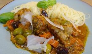 Sauté de veau aux olives, à l'estragon, au thym et au romarin