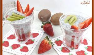 Pudding aux graines de chia aux fraises et kiwis