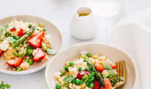 Salade de perles de blé, fraises et petits pois