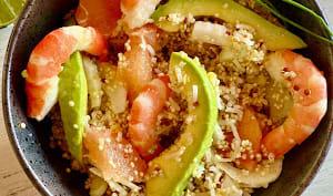 Salade de quinoa, crevettes, avocat, pamplemousse