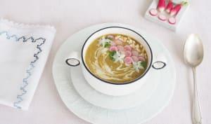 Soupe de fanes de radis, patate douce et noix de cajou