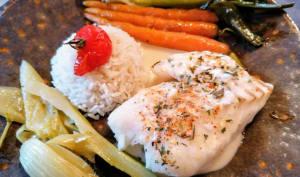 Dos de cabillaud au four sauce beurre blanc échalotes au piment d'Espelette et petits légumes glacés