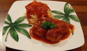 Boulettes de viande, sauce tomate et mozzarella