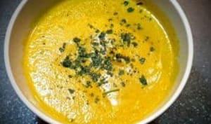 Velouté de carottes à la crème fraîche