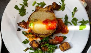 Chou-rave rôti sauce tomate et tofu croustillant