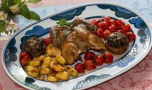 Pigeon rôti en crapaudine, à la sauge et champignons farcis