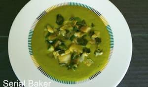 Soupe aux oignons verts et courgettes (version sans lait d'après Ottolenghi)