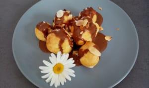 Profiteroles vanille chocolat blanc, sauce chocolat