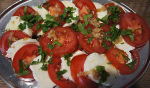 Salade tomate mozzarella avec vinaigrette au gingembre