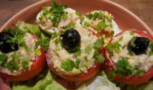 Tomates farcies au thon, œufs durs et mayonnaise