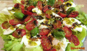 Salade à la caprese végétarienne