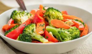 Sauté de brocolis carottes et poivron