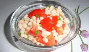 Salade de cocos blancs aux tomates et à la ciboulette sauvage