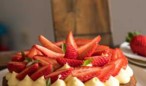 Sablé breton, crème légère à la verveine, fraises