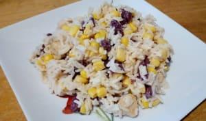 Salade de riz au poulet, maïs et haricots rouges