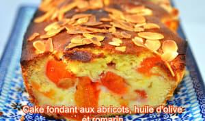 Cake fondant aux abricots, huile d'olive et romarin