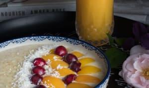 Porridge abricots, cerises et noix de coco
