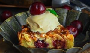 Gâteau Tosca aux amandes caramélisées et cerises