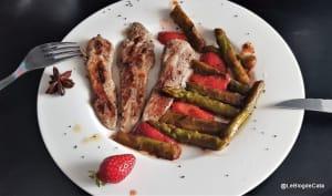 Aiguillettes de canard et poêlée d'asperges vertes et fraises