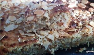 Gâteau à la compote de rhubarbe et aux amandes
