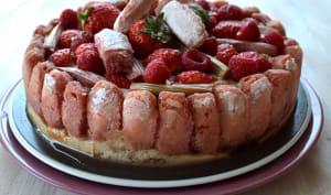 Gâteau fraîcheur aux fruits rouges et biscuits roses de Reims