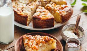 Gâteau au yaourt, poires et amandes