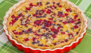 Tarte feuilletée à la rhubarbe et aux fruits rouges