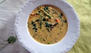 Soupe d'asperges à la crème et aux fruits de mer