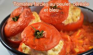 Tomates farcies au poulet, céréales et bleu