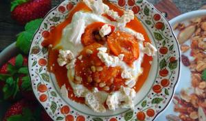 Mousse de yaourt et abricots rôtis