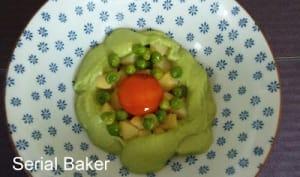 Salade de pomme de terre, petits pois et jaune d'oeuf cuit au soja