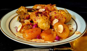 Tajine de poulet aux abricots, safran et barberries