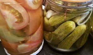 Cornichons, pickles et tomates au vinaigre