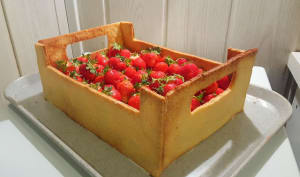 Le gâteau cagette de fraises au chocolat blanc